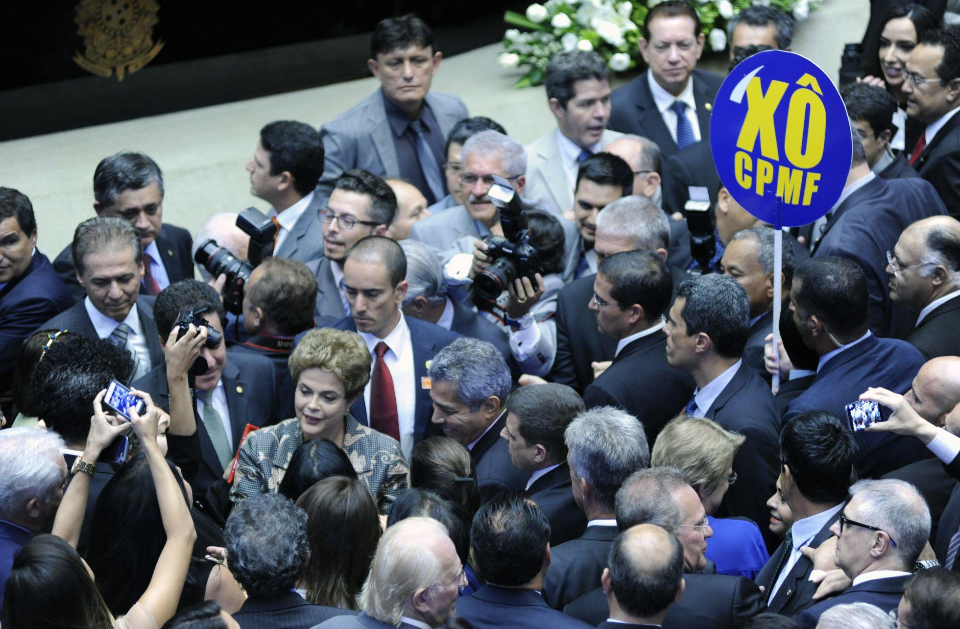 Dilma enfrenta um hostil Congresso e pede ajuda para superar crise